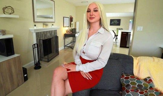 Блондинка с большими сиськами от первого лица трахается с другом на камеру