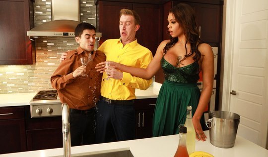 Tattooed mulatto with big tits gave the guys group porn