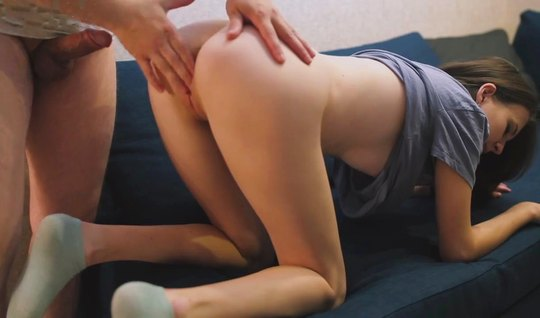 Сводная сестра в носках подставляет тугие дырочки для русского домашнего порно