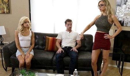 Паренек трахает молодую и зрелую подругу в групповухе на квартире