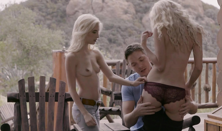 Две сивые подружки устраивают парню сексуальный рай