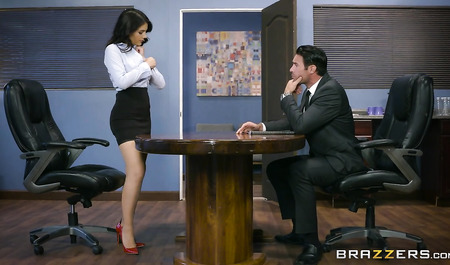 The chief rigidly dryuchit adorable Valentina Nappi office